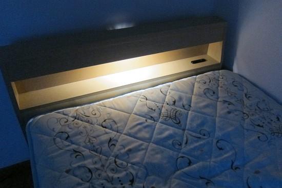 menuet ベッドフレームとヘッドライト