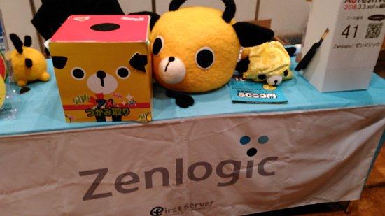 Zenlogicのブースとマスコットキャラの人形