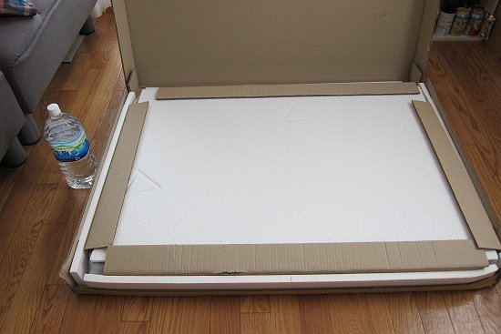 天然木のウォールナットテーブル(T-2452)の箱を開けた画像