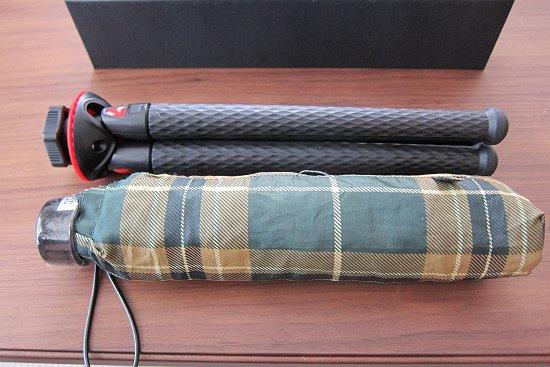 Lammcouのフレキシブルアームホルダーと傘の比較