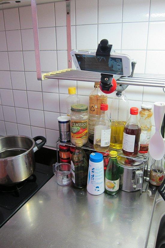 Lammcouのフレキシブルアームホルダーを台所に取り付ける