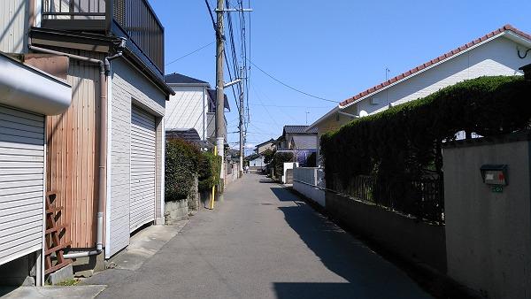 糸島高校前駅の周辺の住宅街の写真