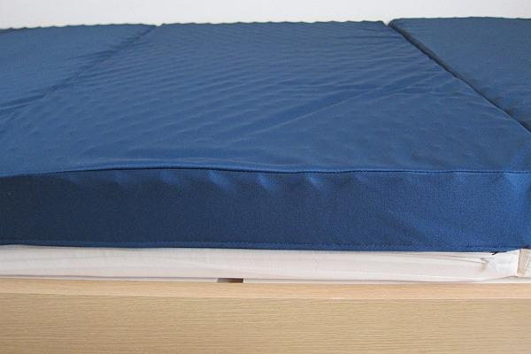 ニトリの体圧分散敷布団のカバーの表面
