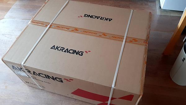 AKRACING WOLFの箱の写真